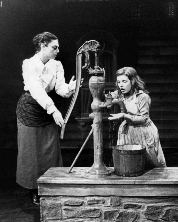 Anne Sullivan dan Helen Keller